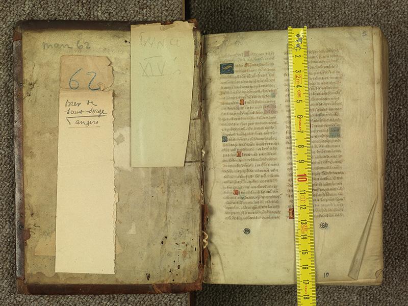 PARIS, Bibliothèque de l'Ecole des Beaux-Arts, Ms.Mas 0010, contreplat supérieur - 001 avec réglet